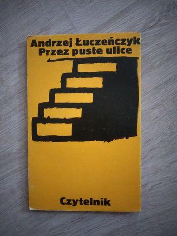 Przez puste ulice. Andrzej Łuczeńczyk