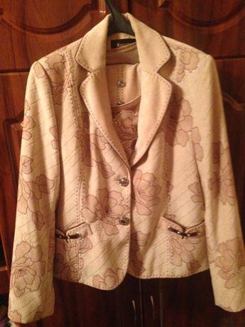 Продам костюм тройка жекет, юбка, кофта в хорошем состоянии