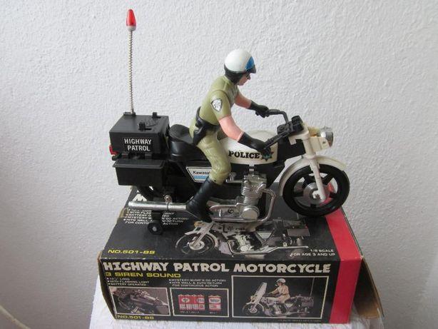 Highway patrol motorcycle 3 siren sound