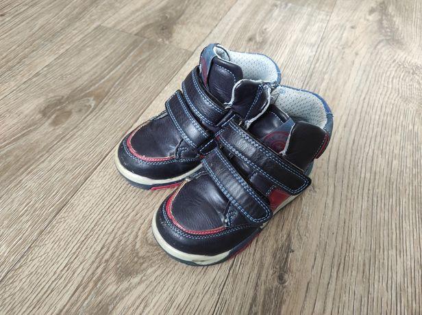 Осіннє взуття для хлопчика, кросівки