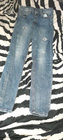 Spodnie z rozdarciami