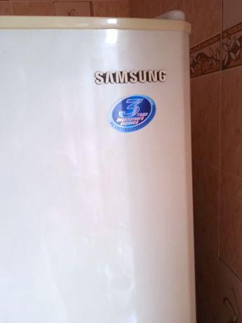 Холодильник Samsung 13000 рублей торг уместен.