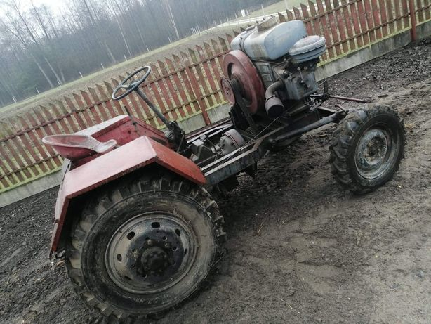 Traktor es  320 od nowości