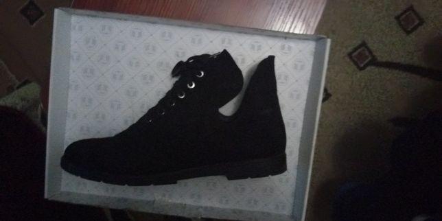 Натуральные замшевые ботиночки.