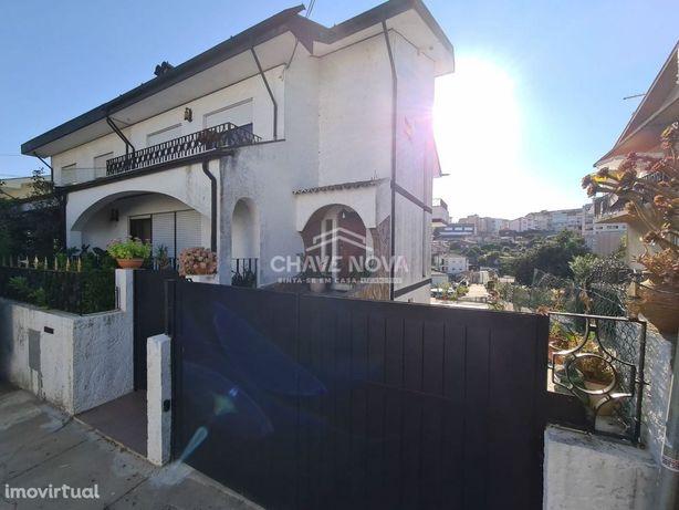 Moradia T4+1 c/ espaço exterior - Oliveira do Douro, Vila Nova de Gaia
