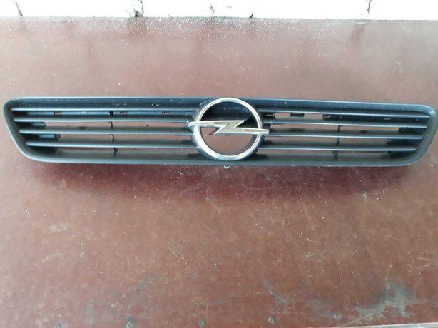 Решетка радиатора Opel Astra.Опель астра.