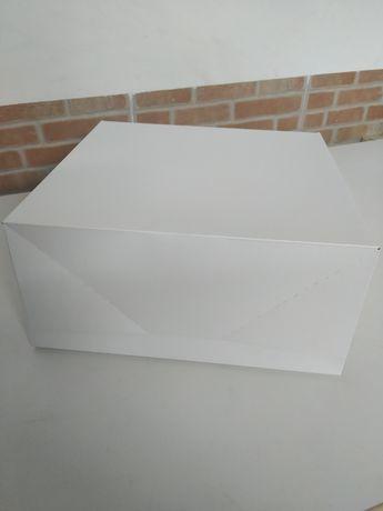 Caixas em cartolina branca