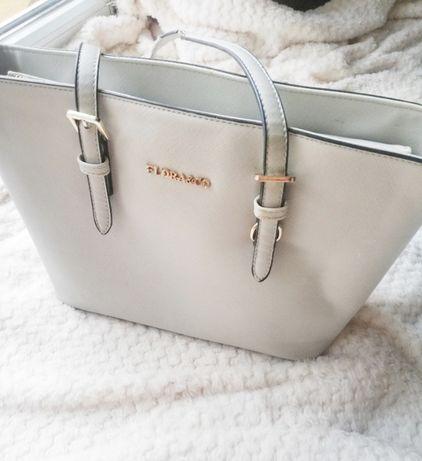 Szara torba torebka do ręki wady pokazane na zdjęciu