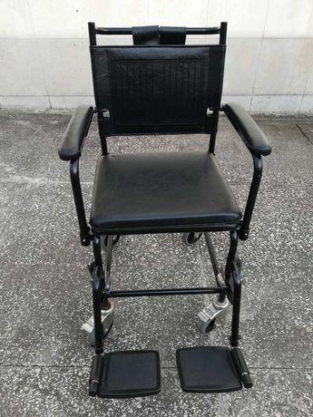 Para pessoas com mobilidade reduzida - cadeira multifunções