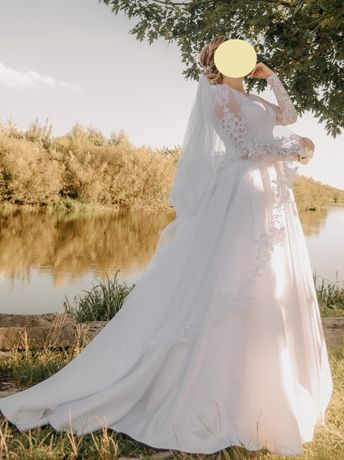 Продам вишукану весільну сукн