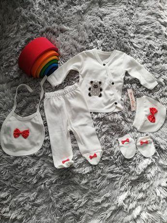 Komplet nowy niemowlęcy spodnie body śliniak czapka