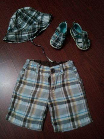 Conjunto de chapéu, sandálias e calções