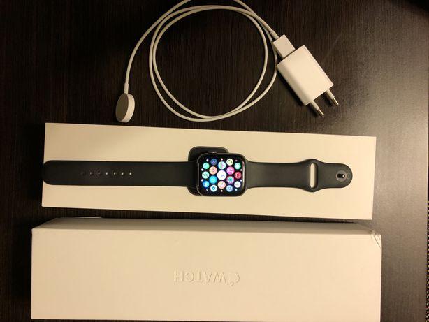 Smartwatch APPLE Watch Series 5 GPS 44mm aluminium, Gwiezd