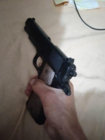 Arma de airsoft como nova