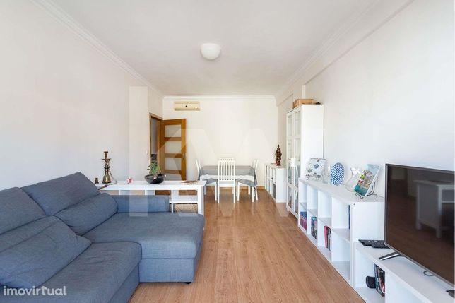 Apartamento T2   UF Pontinha e Famões  Varanda  Excelente Luminosidade