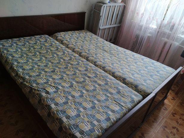 Продам двухспальную кровать с матрасом бу 15000 руб