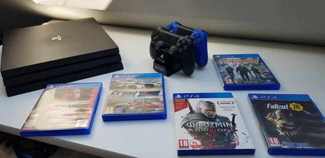 PlayStation 4 Pro 1TB (CUH-7116B) + 2 pady + Gry + Gratisy