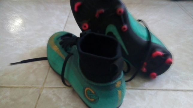 Chuteira Nike Mercurial tam 37,5, e CR7 tamanho 36