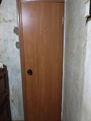 Дверь межкомнатная с петлями и ручками 60 см