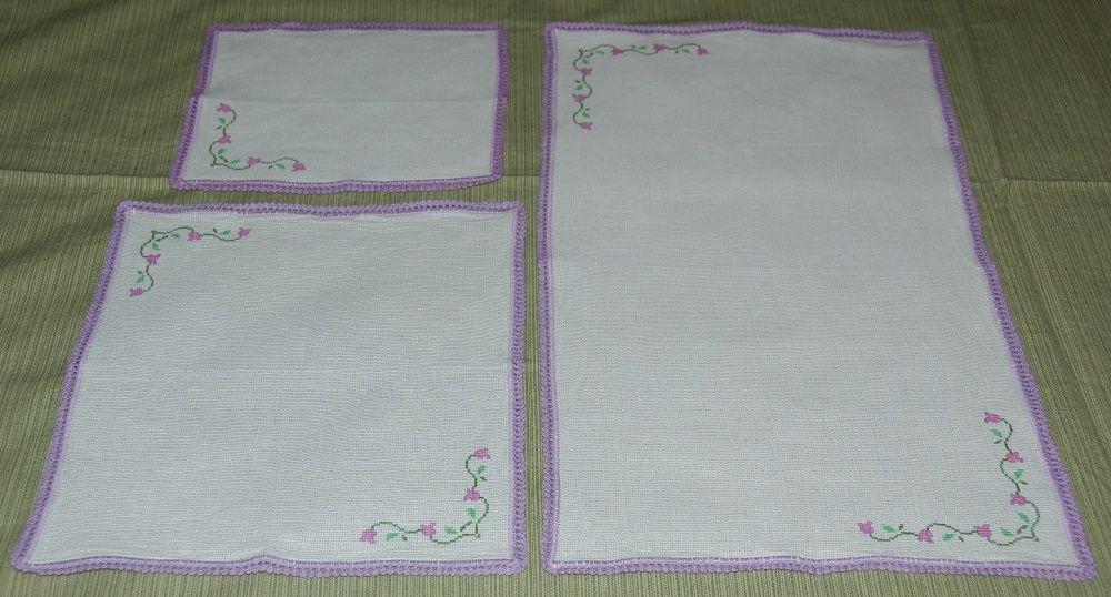 Conjunto de 3 naperons em ponto cruz e crochet (novos) Alvalade - imagem 1
