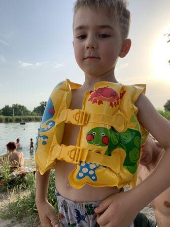 Детский надувной круг кораблик и жилет 2-3 года