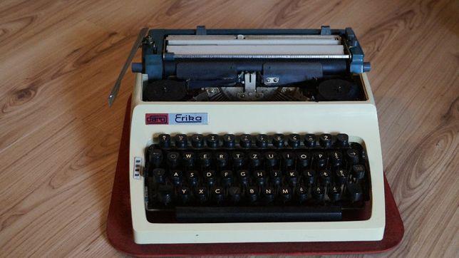 Erika daro maszyna do pisania vintage z walizką