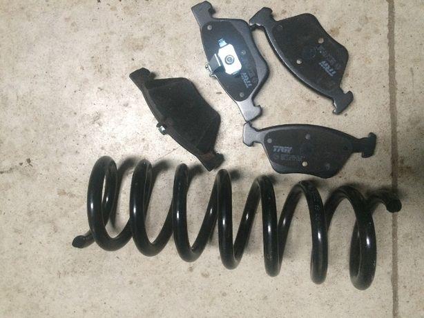 Merdeces 300D Turbo-klocki hamulcowe przód TRW + sprężyna zawieszenia