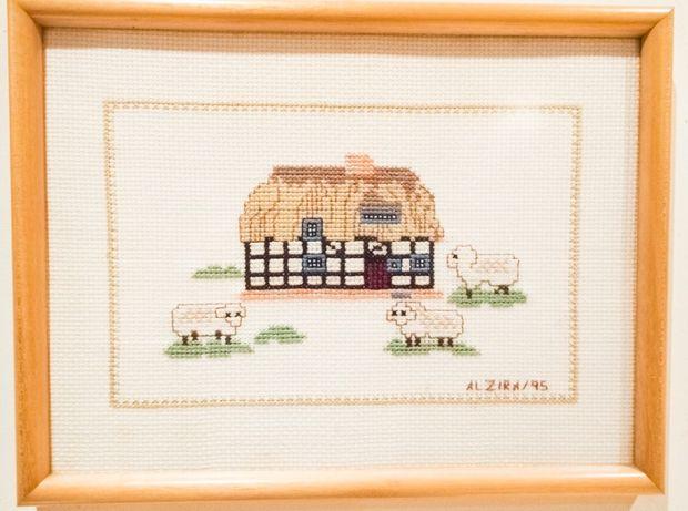5 Quadros feitos em Ponto Cruz - Motivo Casas