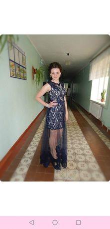 Випускна сукня в ідеальному стані