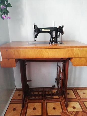 Машинка швейна ручна