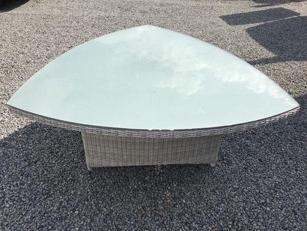 Duży  stół  ogrodowy z technorattanu  bardzo dobry  stan