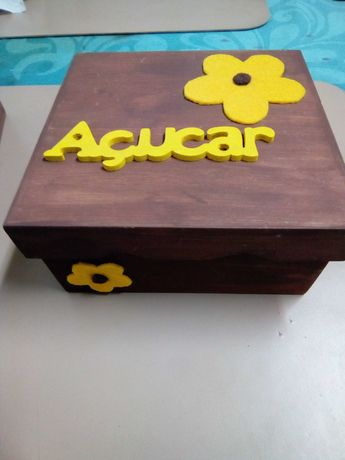 Caixas em madeira para chá, açúcar e guardanapos