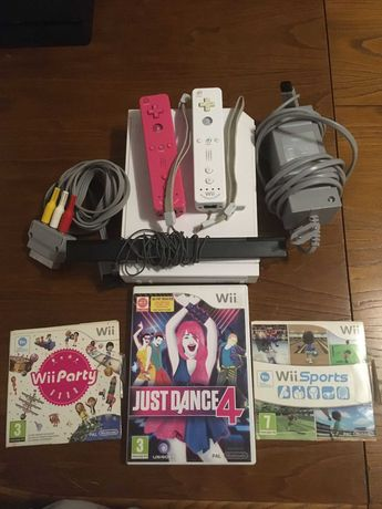 Playstation 4 usada + Wii com 3 jogos e 2 comandos