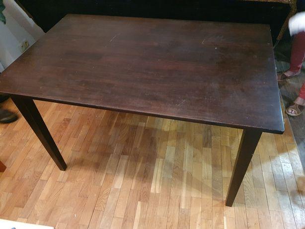 Stół drewniany lakierowany