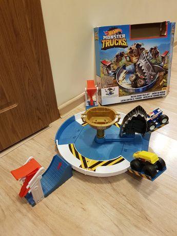 Хотвилс, Hot Wheels Monster Trucks поединок с акулой