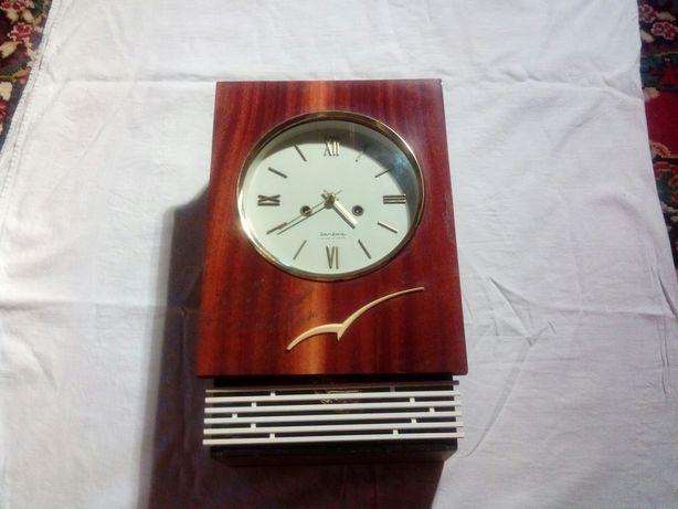 Часы Янтарь с боем.