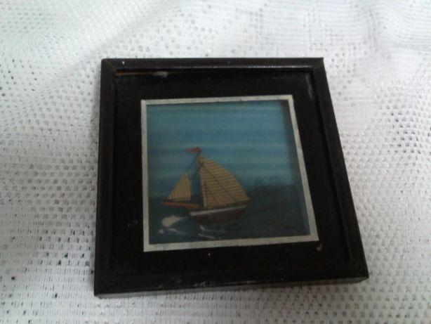 quadro com barco em relevo