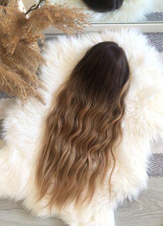 Piękna długa peruka falowana brąz blond ombre