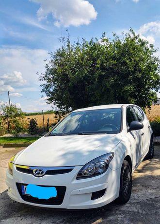 Biały Hyundai i30 SPORT