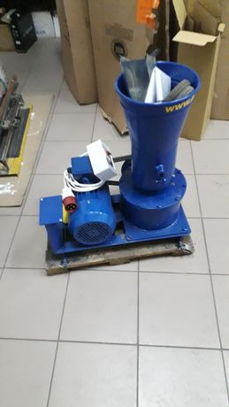 Продам гранулятор корма 380 В,4 кВт