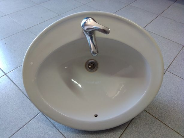 Lavatório oval (móvel de casa de banho)