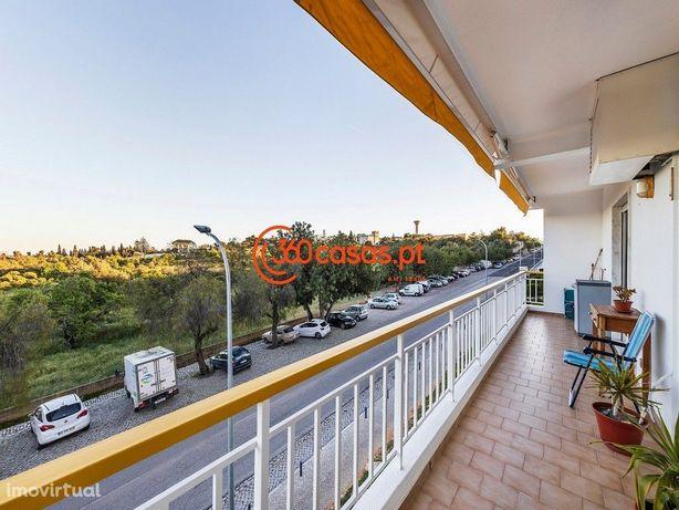 Apartamento T3 com boas varandas em Faro
