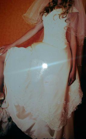 Продам или обменяю свадебное платье можно как выпускное