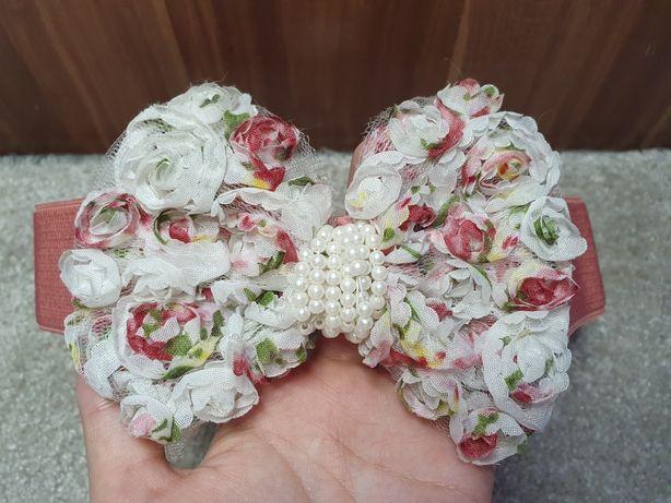 Różowy pasek z kokardą