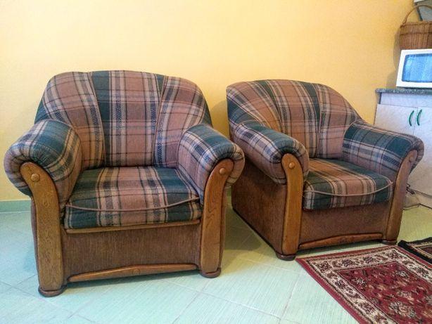 Dwa Fotele Po Renowacji Wyglądają Jak Nowe