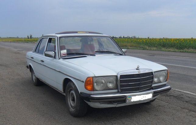 Mercedes-Benz 200 (W123) в хорошем состоянии Мерседес Бенц Ретро