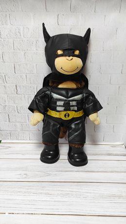 Обезьянка игрушка в костюме бетмана