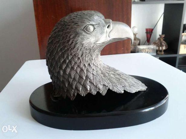 Cabeça de Águia em pedestal