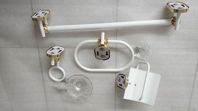 Conjunto de casa de banho novo, toalheiro, saboneteira, porta rolos