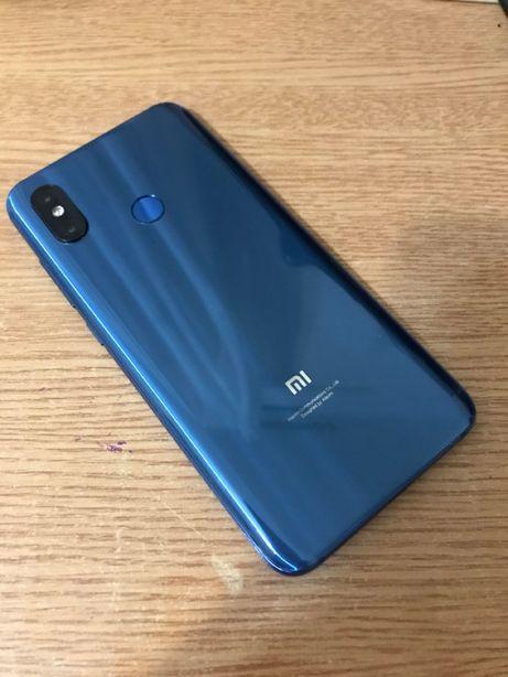 Смартфон Xiaomi MI 8. Идеальное состояние! + 3 чехла в подарок!